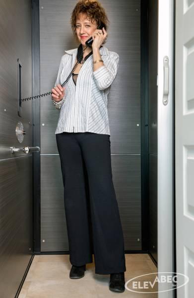 Ascenseur de maison avec téléphone