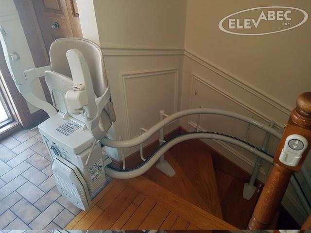 Chaise d'escalier /  Courbe